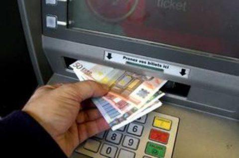 La tentation de réduire le coût des distributeurs de billets pour les banques