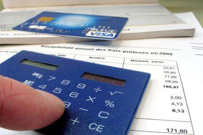 Les frais bancaires des banques en ligne sont moins chers que ceux des banques traditionnelles, pourquoi ?